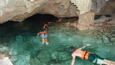 Nado en cenote y tirolesas en excursion privada